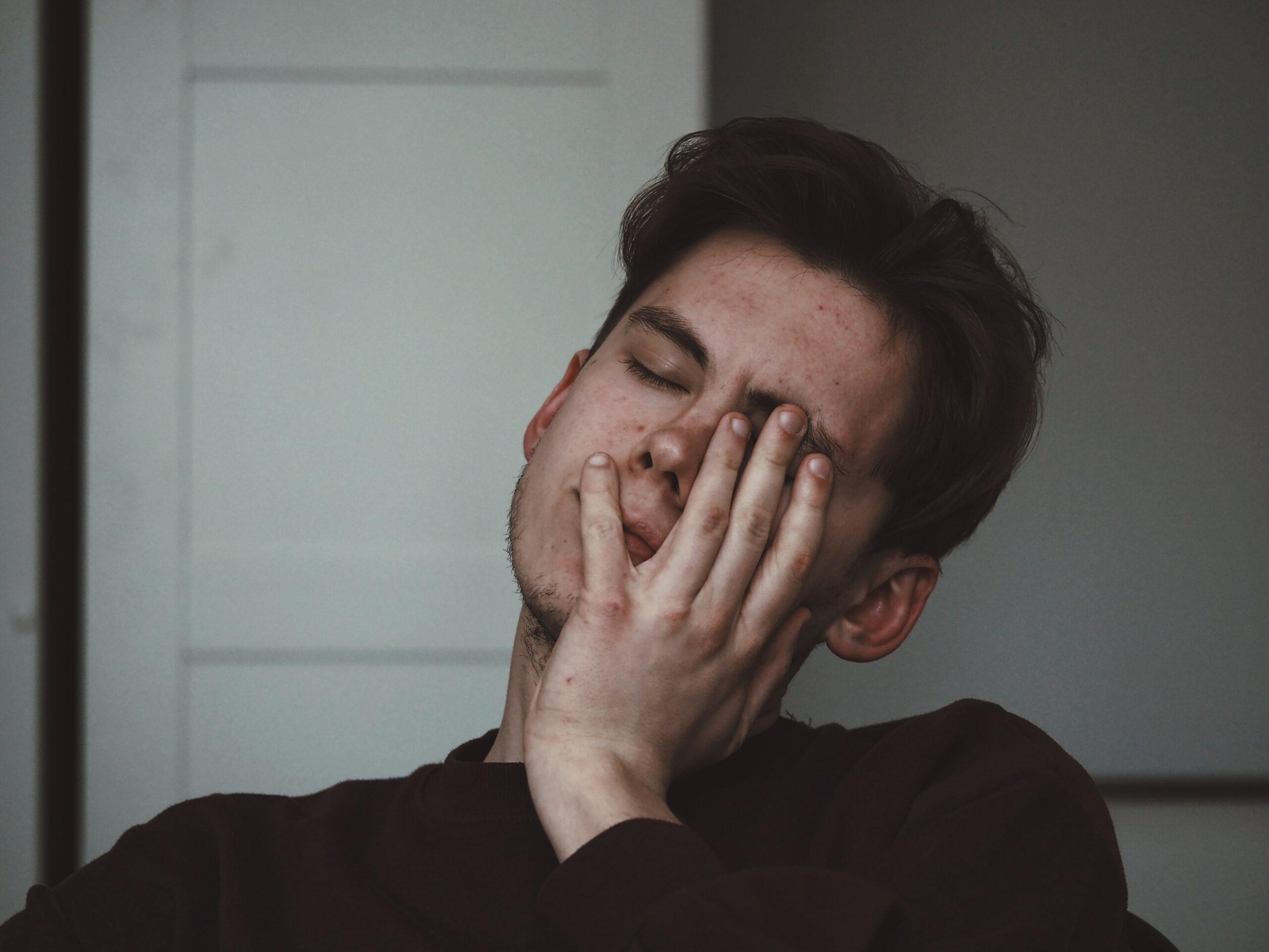 empréstimo-online-homem-desesperado