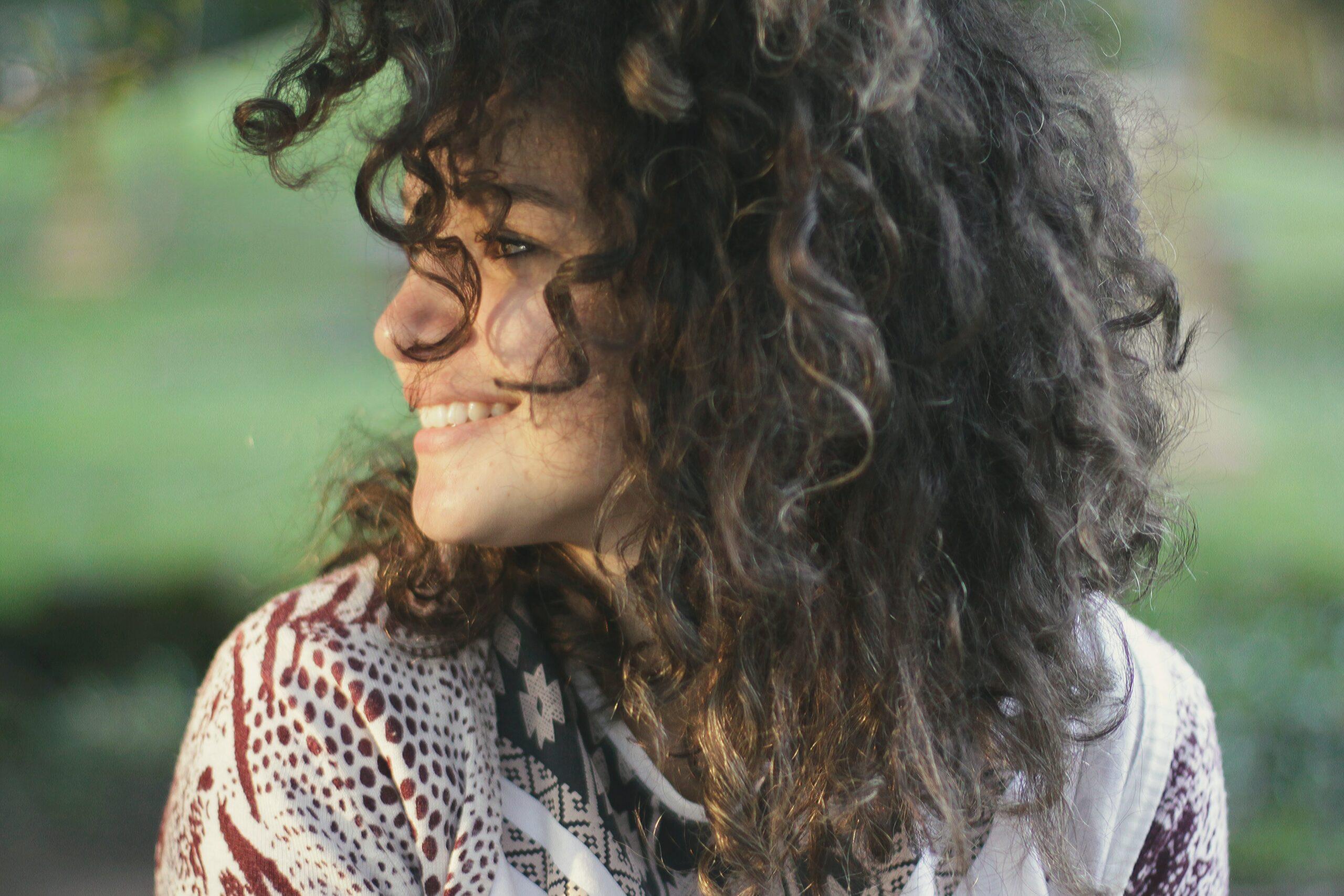 emprestimo-para-negativado-mulher-sorrindo