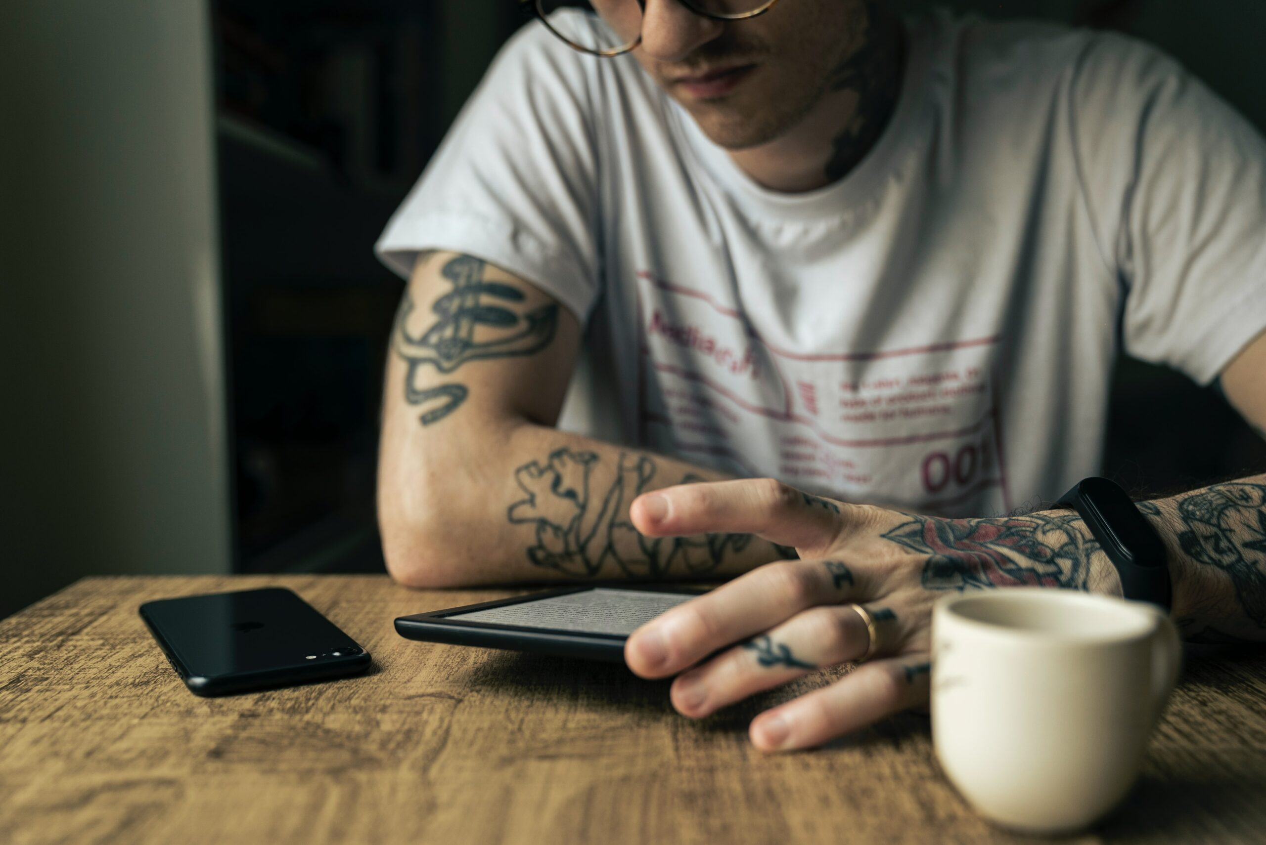 homem-aguardando-emprestimo-pessoal-online